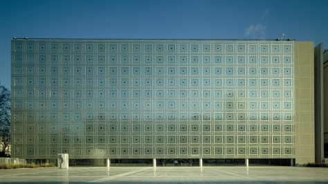 Institut du Monde Arabe, Paris (1981-87). Photo: Georges Fessy.