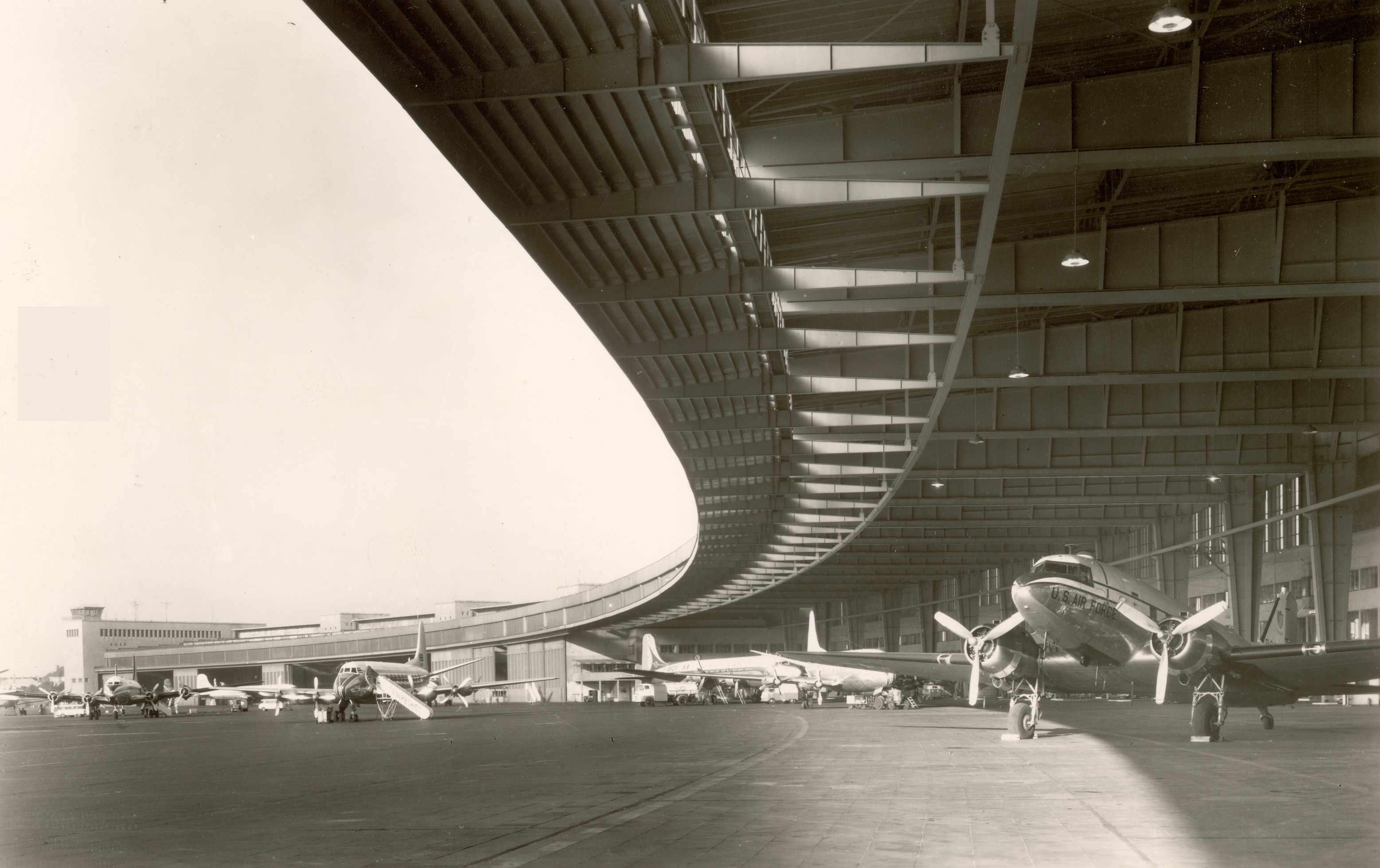 Auf Wiedersehen Tempelhof Arkhitekton